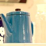 青いケトルと雑貨