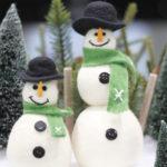 ペアの雪だるま人形