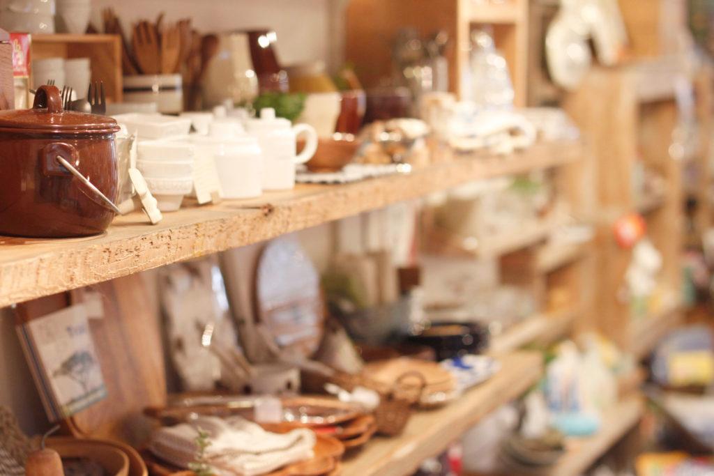 雑貨屋さん 食器のディスプレイ