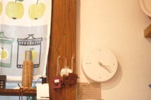 雑貨屋さん 時計 フリー写真素材