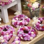 ピンク色のリースのお花の雑貨
