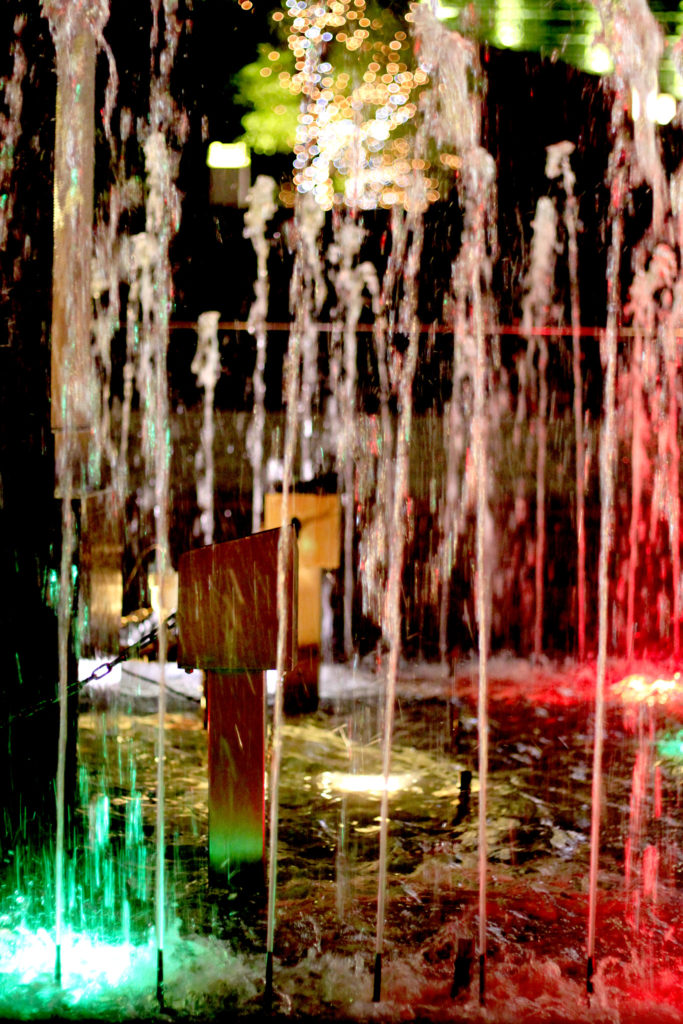 ライトアップされた噴水