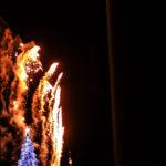 クリスマスツリーのイルミネーションと花火 1