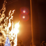 クリスマスツリーのイルミネーションと花火 2