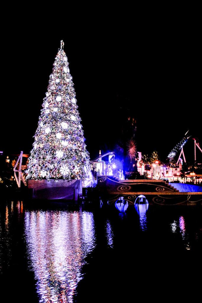 巨大クリスマスツリーのイルミネーション