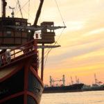 大阪港 夕日と船 1