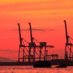 大阪港 埠頭の真っ赤な夕焼け空と海 1