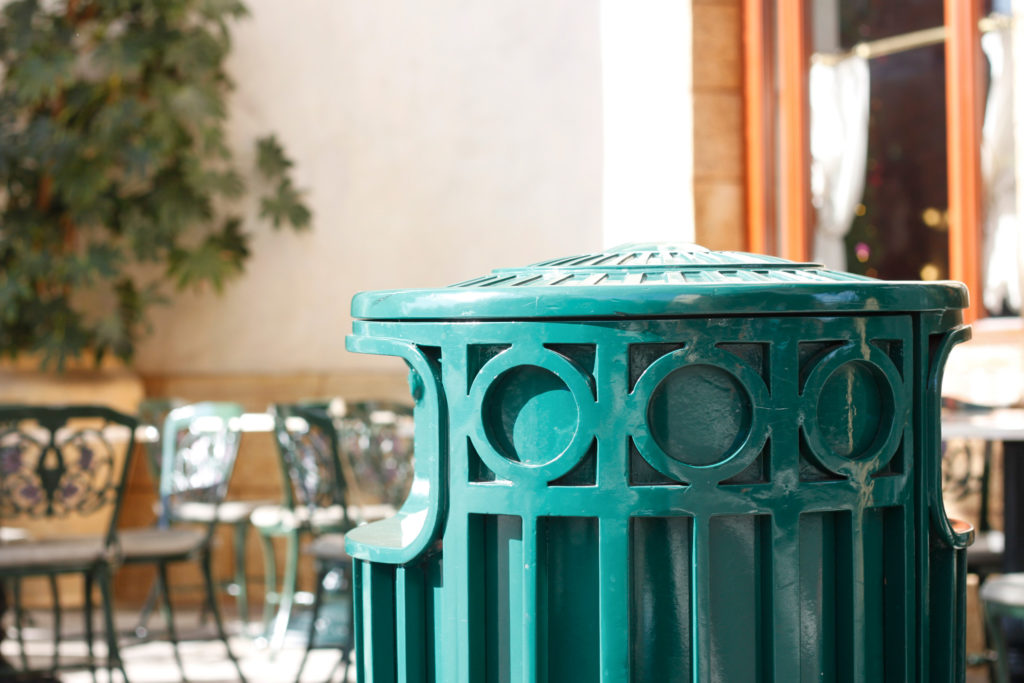 グリーンのゴミ箱