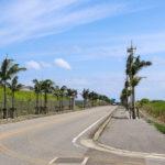 沖縄 石垣島の道路と空 1