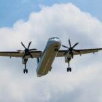 空を飛ぶ飛行機 1