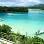 石垣島 川平湾に浮かぶ3隻の船