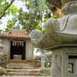 沖縄 石垣島 森の中の神社と灯籠 1