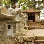 沖縄 石垣島 森の中の神社と灯籠 3
