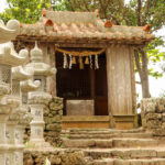 沖縄 石垣島 森の中の神社と灯籠 4