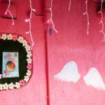 ピンクの壁と天使の羽 1