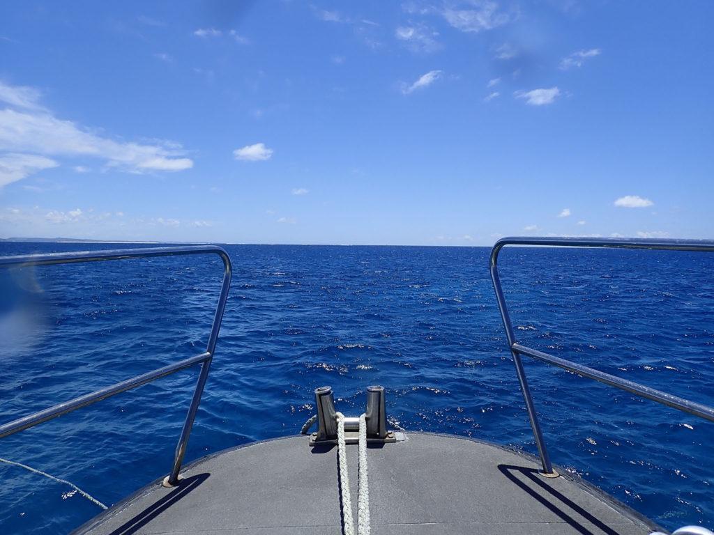 沖縄の海 船首からの眺め