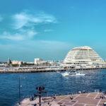 神戸ベイエリアの空と中突堤中央ターミナルの海