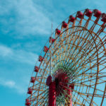 神戸のモザイクの大観覧車と青空