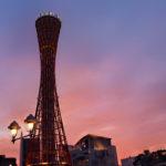 夕焼けの空と神戸ポートタワー