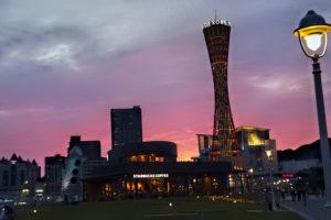 夕暮れ時の神戸ポートタワー メリケンパーク