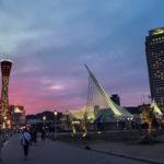 日暮れ時の神戸ポートタワーとメリケンパーク