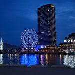 神戸ベイエリアの夜景 海に反射する灯り