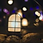 神戸 MOSAICの遊歩道 石の上の小さなライト