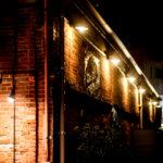 ハーバーランド 夜の神戸煉瓦倉庫入口と壁