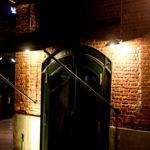 ハーバーランド 夜の神戸煉瓦倉庫 黒い扉
