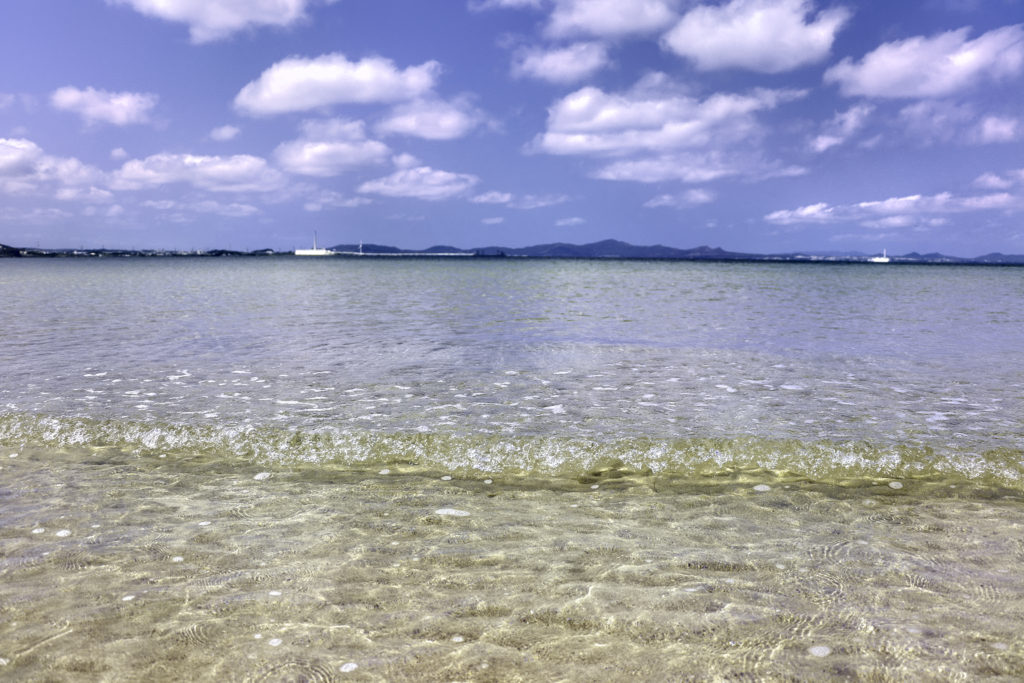 南国の遠浅の海と空