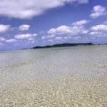 南国の遠浅の海と空 1