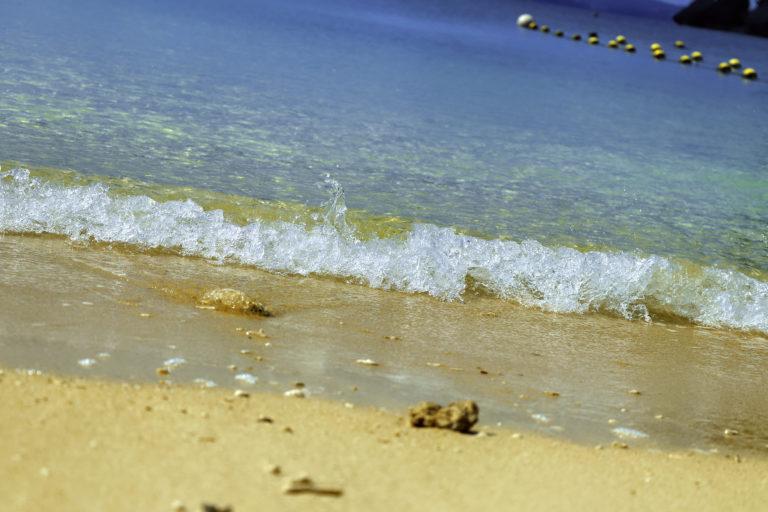 南国の青い海 波打ち際