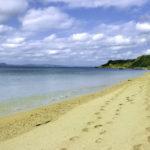 南国の青い海と砂浜と足跡 2