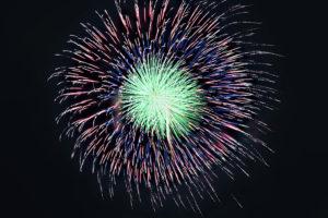 夜空に輝く大玉花火