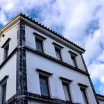 倉敷美観地区 白い壁の建築物