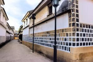 倉敷美観地区 白壁の蔵と路地