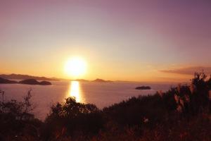 瀬戸内海をオレンジに染める夕日