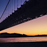 夕暮れ時の瀬戸大橋と海