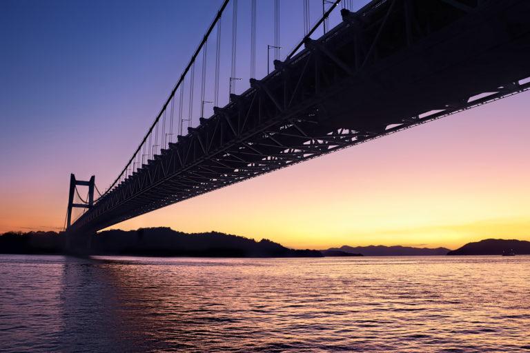 夕暮れ時の瀬戸大橋