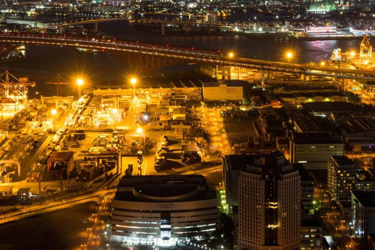 大阪咲洲庁舎展望台から見た南港大橋の夜景