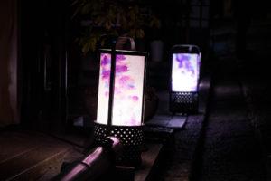 京都の町並み 和風の街路灯
