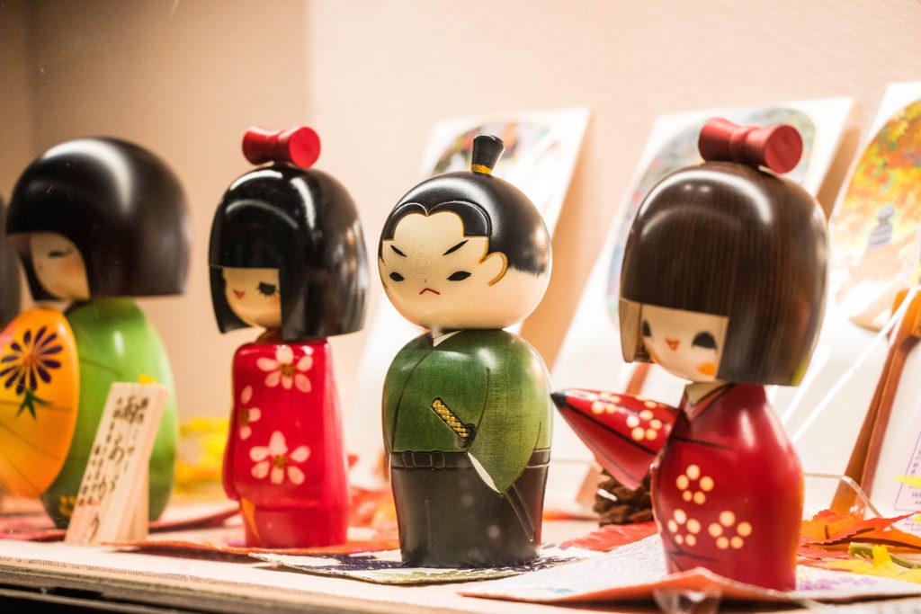 京都のお土産物屋店 侍のこけし