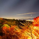 清水寺からみた紅葉と山間