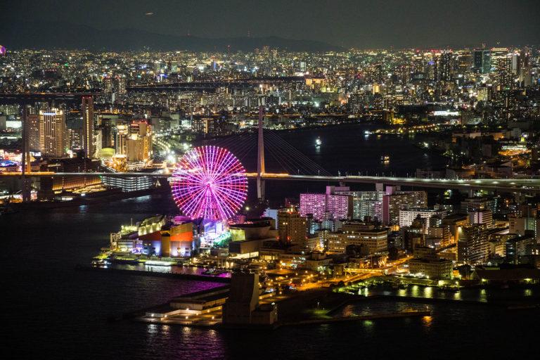 海遊館と一面に広がる大阪の夜景