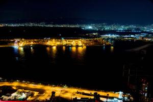 コスモタワー展望台から見た神戸方面を望む大阪湾の夜景