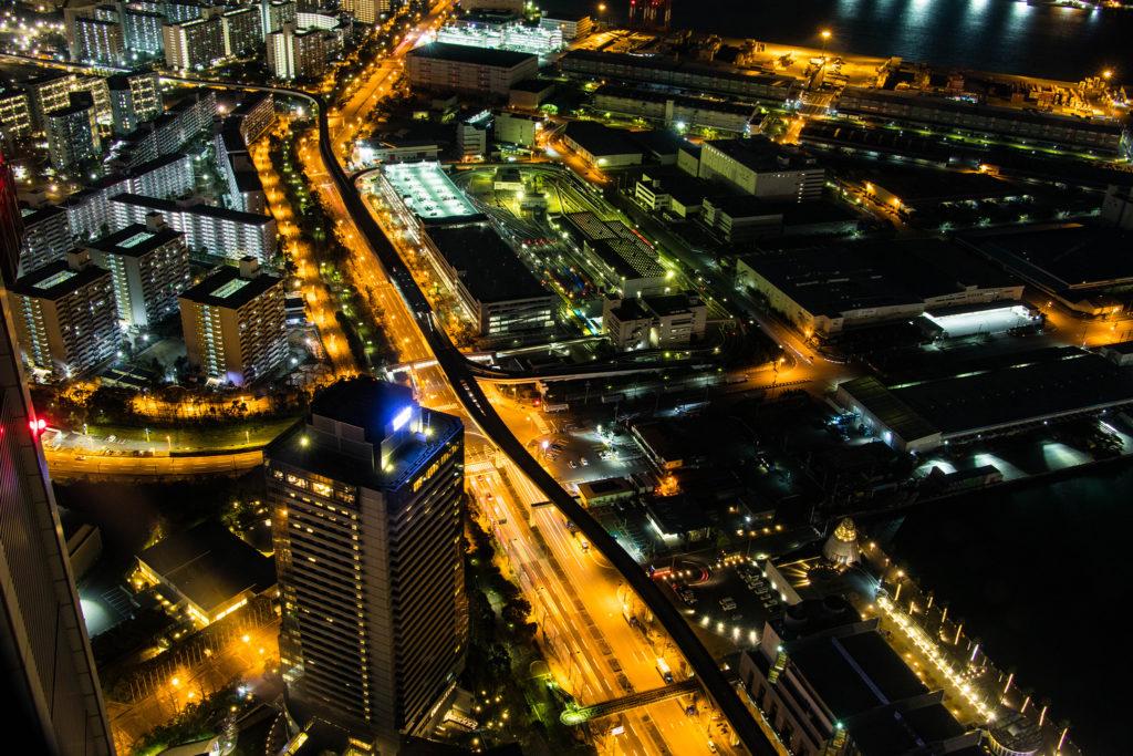 コスモタワー展望台から見下ろした都会の夜