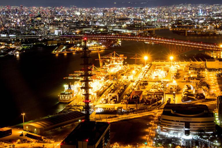 コスモタワー展望台からの高速道路と大阪の夜景