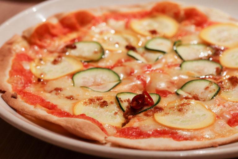 サクサク生地のピザ