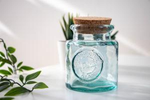 青いガラスの小瓶