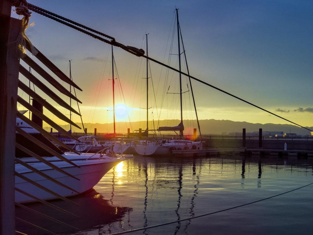 夕日と北港ヨットハーバー